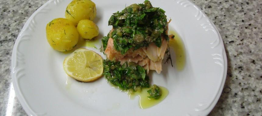 Salmão recheado com salsa verde