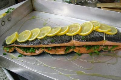 11-29-07 salmao recheado com salsa verde