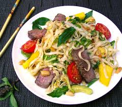 Thai Steak e Noodle Salad